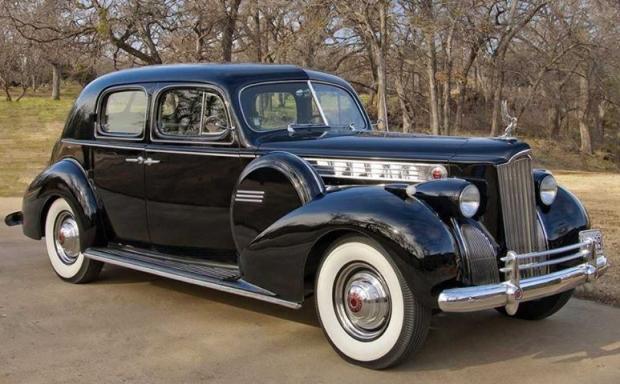 1940 Packard 180 Super Eight Custom Club Sedan