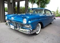 1957 Ford Fairlane Club Victoria