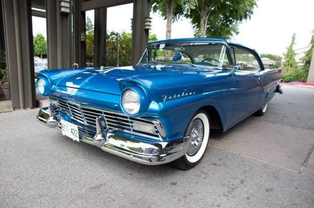 1957 Ford Fairlane Club Victoria old car