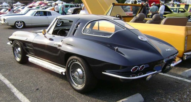 1963 Chevrolet Corvette Sting Ray sports car