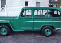 1960 Willy's Jeep Wagon | Old Car